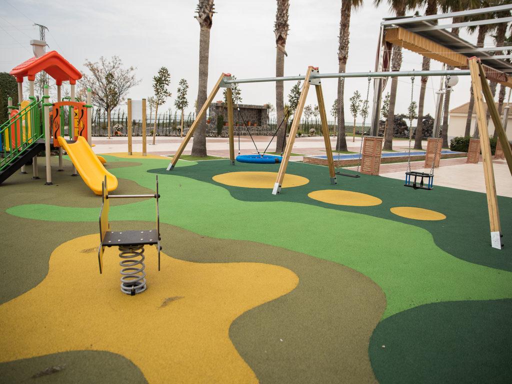 Parque infantil en Mirador de Puerta Real (Mancha Real).
